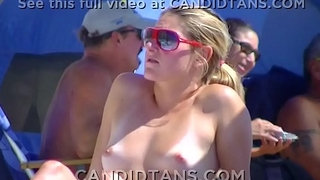 Blonde beauty fully naked on a crowded beach!