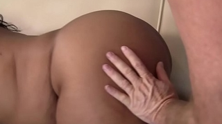 Bigbooty plumper pussylicked by older man